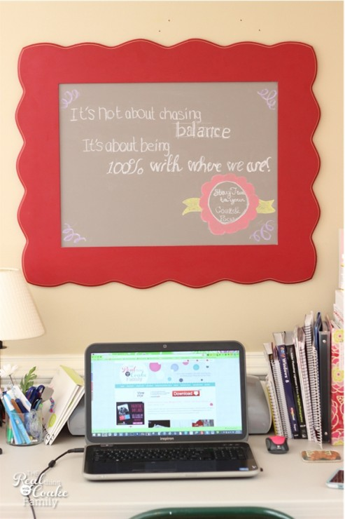 DIY Tutorial showing how to use chalkboard paint to make a beautiful framed chalkboard #Chalkboard #Paint #DIY #Crafts #