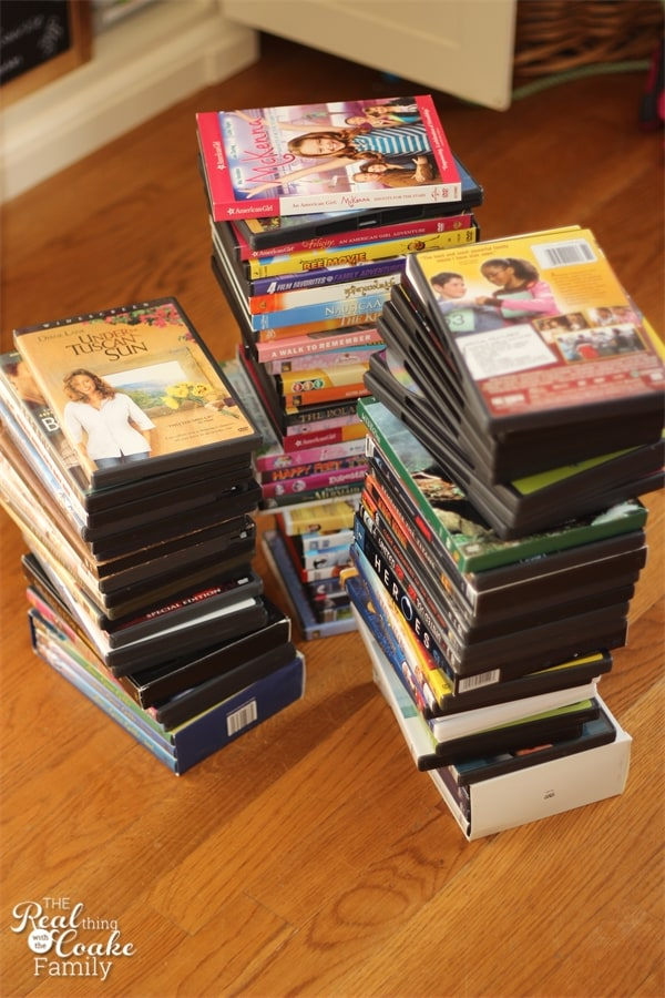 Organizing Tips on how to organized movies and save tons of space. Perfect for small spaces. #organizing #tips #movies #realcoake