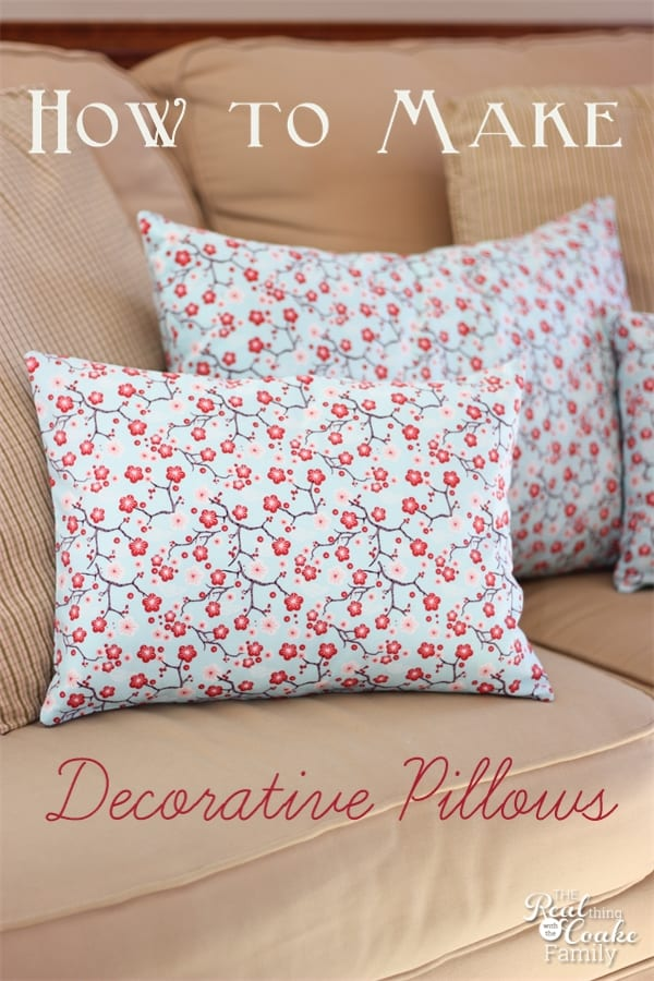 Tutorial on how to make decorative pillows. This is a pattern for a simple envelope pillow cover. #Sewing #Pattern #Pillows #RealCoake