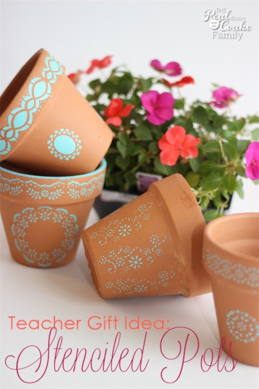 Great idea for teacher gifts or other gifts to make stenciled pots. #TeacherGifts #GiftIdeas #Pots #RealCoake