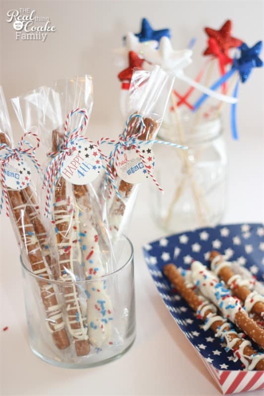 4th of July Recipes to make adorable and delicious pretzels to snack on while watching the fireworks. Yummy! #Recipe #4thofJuly #RealCoake