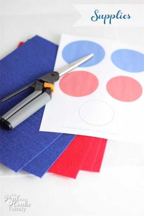 4th of July Craft Ideas. Make these cute and easy to make felt napkin rings. #crafts #4thofJuly #Napkin #RealCoake