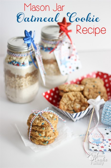 Must do! Make this delicious and cute 4th of July oatmeal cookie recipe in a mason jar! So cute and yummy! #4thofJuly #OatmealCookie #MasonJar #Recipe #RealCoake