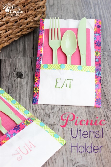 Need to do this for our next picnic! Make picnic utensil holders. Easy, quick, and cute. Perfect! #Picnic #Crafts #PGeveryday #Sponsored #RealCoake