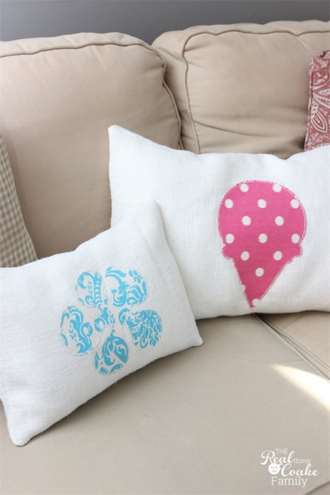 Quick and simple! Make these adorable burlap decorative pillows to add some fun to any season or occasion. #Decorative #Burlap #Pillows #Sewing #RealCoake
