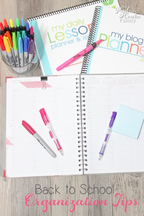 Help tame the back to school craziness with these great back to school organization tips and ideas for busy moms! #BTS #Organization #organize #Organizing #ad #InspireStudents #TeachersChangeLives #PMedia #BusyMoms