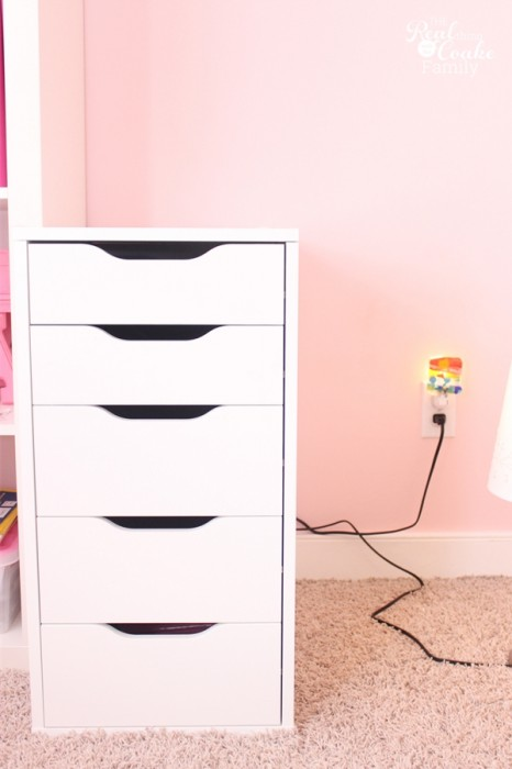 DIY Desk to fit into a IKEA Expedit custom built shelving unit. Perfect idea for a child's room, entertainment center, or home office. #DIY #desk #IKEA #RealCoake