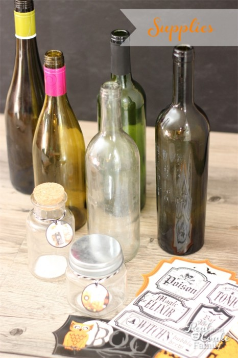 I love quick and cute Halloween crafts and it is even better if it is a wine bottle craft! These are the perfect cheap Halloween decorations and they look easy too. ♥