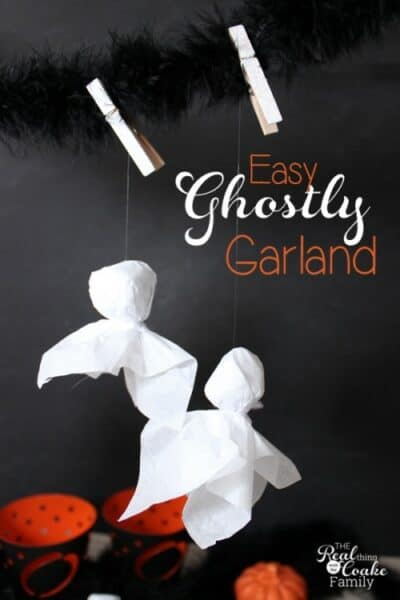 More easy Halloween crafts! Love these cute little ghosts that are quick, inexpensive and easy too. I could use them in a garland or around the house in my Halloween decorations.