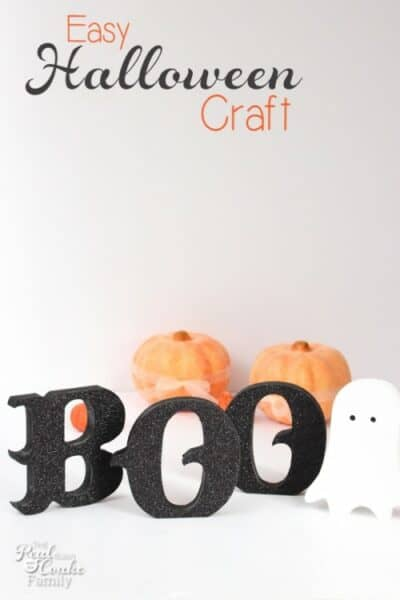Easy, glittery Halloween crafts are the best! This sure is a cute and easy craft to add to my Halloween decorations.