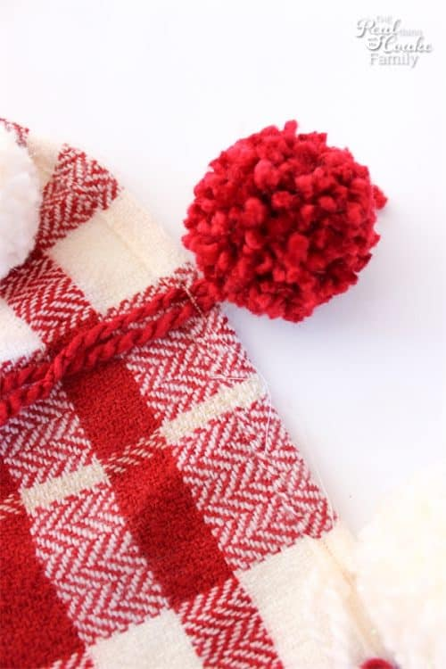 Love this adorable DIY Pom Pom Throw for my home decor! Just take a store bought throw and add some pizzazz with this little DIY project.