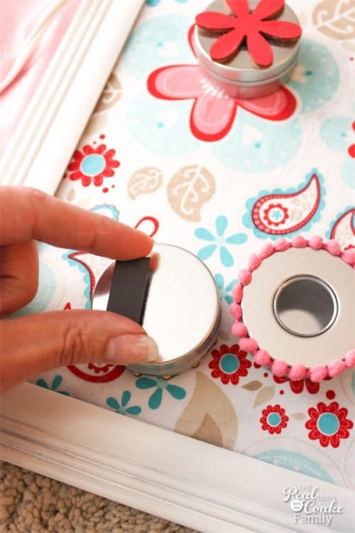 I totally need to make this adorable diy Summer Activities for kids board. Then fill up the tins all summer with simple and inexpensive ideas for me and the kids to do together. Fun!