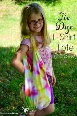 Great summer activities for kids (and grown ups). Upcyle a t-shirt into this diy no sew tie dye tote bag. Fun craft!