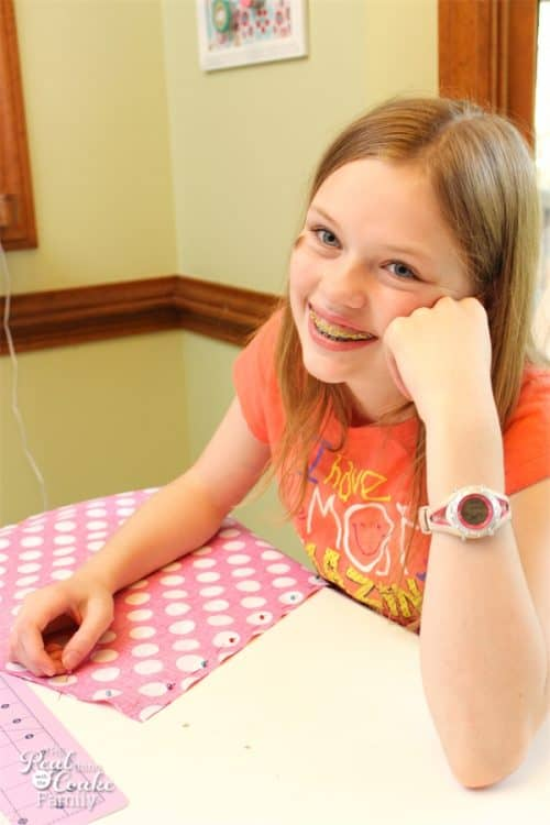 I love simple and cute sewing projects like this. Easy enough to do as a summer activity with the kids, make reversible sheets for our American Girl Doll beds.