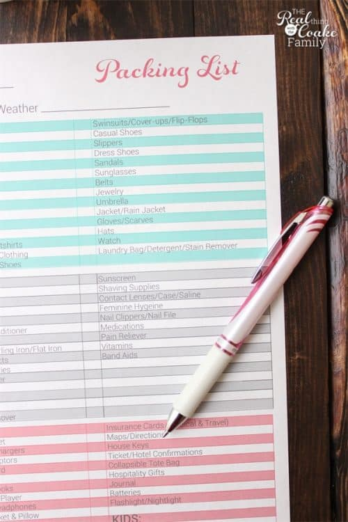 Love this free printable Packing List! It will totally save me next time we travel for vacation. No showing up without things. Yay!