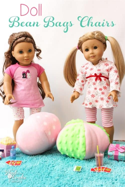 Easy free Sewing pattern to make a small bean bag chair. Perfect for our American Girl Dolls or our Beanie Boos. Great Summer craft or gift ideas!