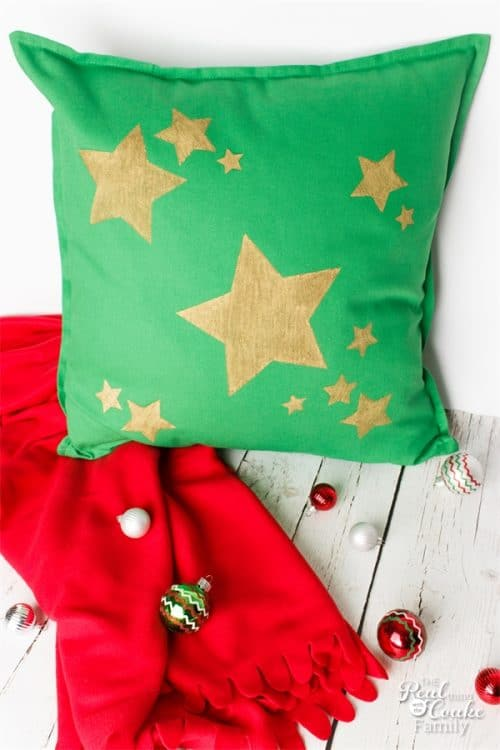 Diy Decorative Christmas Pillows : Super Simple DIY Decorative Pillows for Christmas