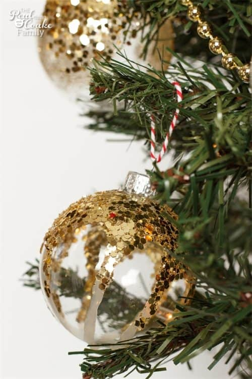 These are such pretty DIY Christmas decorations and they are Christmas Crafts for Kids and Adults. Looks so fun to make!