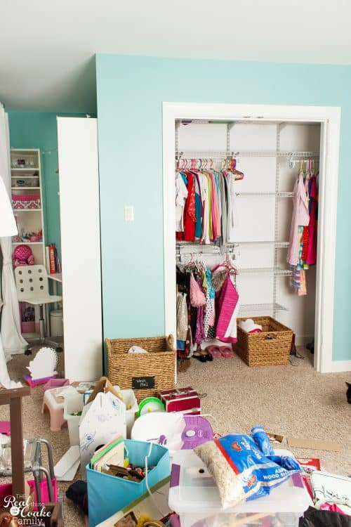 Love all these great tips to organize a Kids Closet. Also a DIY on how to hang doors. Need to use both of these in our Kids Room