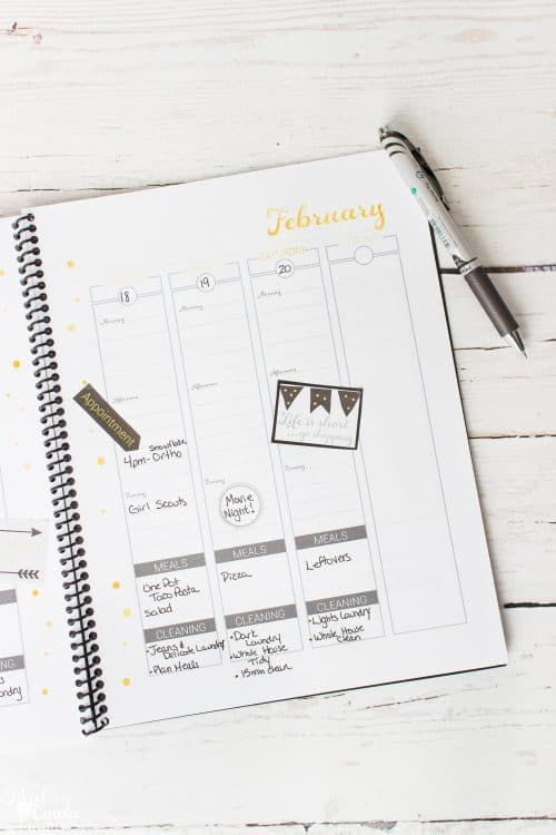 OMG These are the best ideas on how to organize the family calendar. I love the cute printable calendar and the amazing ideas for organizing everyone.