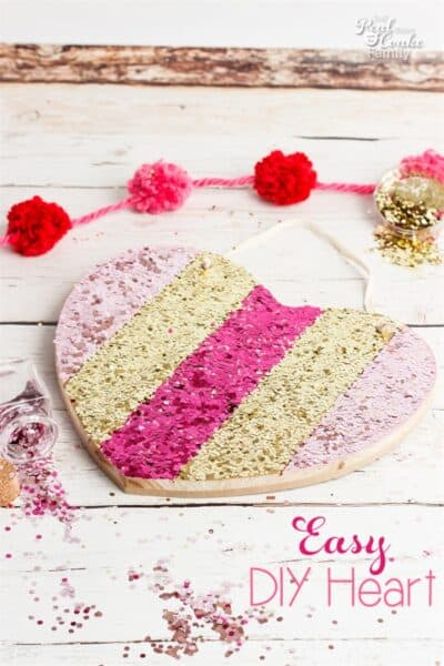 Love this adorable Valentines Day home decor. Easy crafts like this are so glittery and fun!