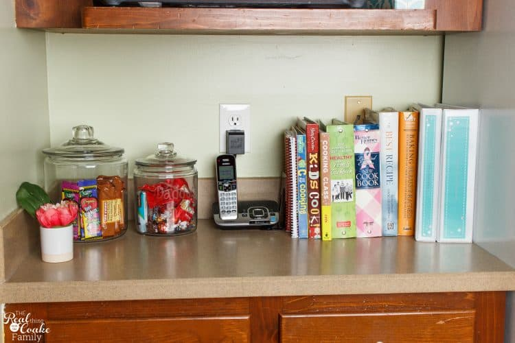 OMG...I need to do this. My recipes are a total mess. Great post with ideas on how to organize recipes and keep them organized. Perfect!