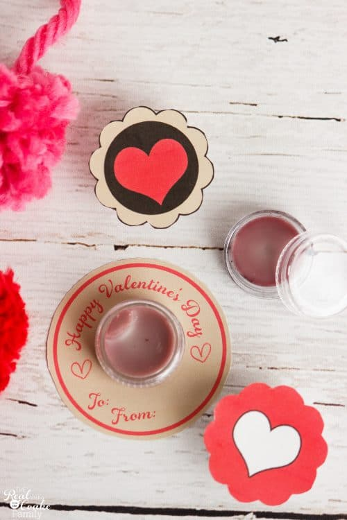 I love homemade and all natural gift ideas. This is a great recipe to make homemade lip balm. Also has free printable tags for Valentines day. Great gift idea!