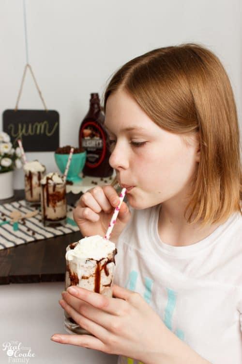 Oh my yumminess! Vanilla Chocolatey Chip Frappe recipe - perfect summer treat or any day treat. | Recipes