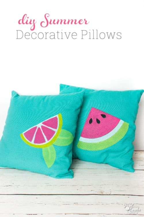 These DIY Summer decorative pillows are so cute! Love cute crafts that add fun to my home decor.