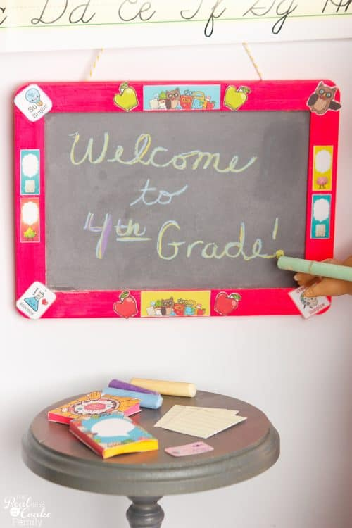 These are the cutest DIY American Girl Doll Crafts for Back to School! Make cute chalkboards, textbooks, ID badges and notebook paper. Fun!