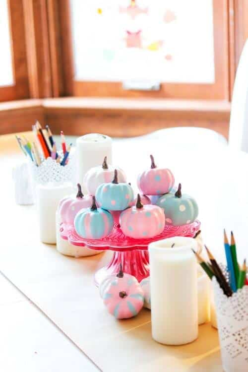 Such cute and creative DIY pumpkin painting ideas! Love the easy step by step tutorial and the cute pink and blue painted pumpkins for my fall home decor.