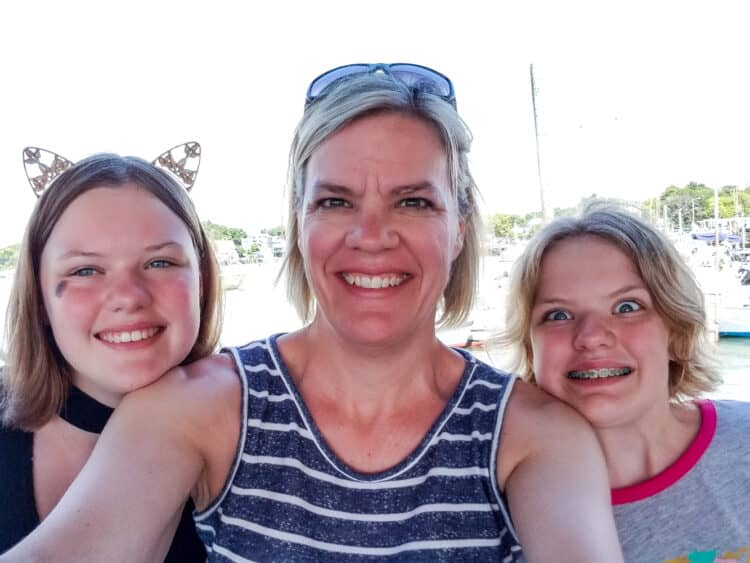mom and 2 daughters